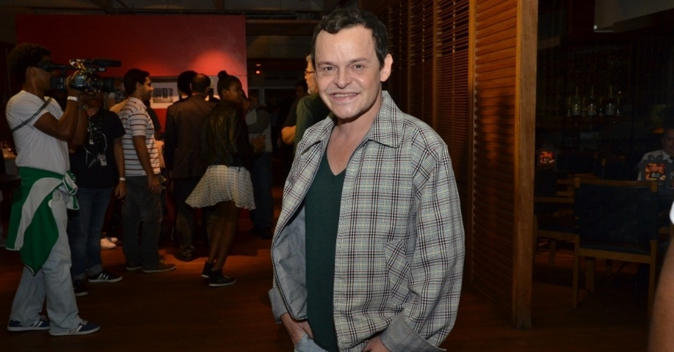 """24.jun.2013 - Matheus Nachtergaele  chega para a exibição do primeiro capítulo da novela """"Saramandaia""""  em churrascaria em Botafogo, no Rio de Janeiro. Na novela, ele é Encolheu"""