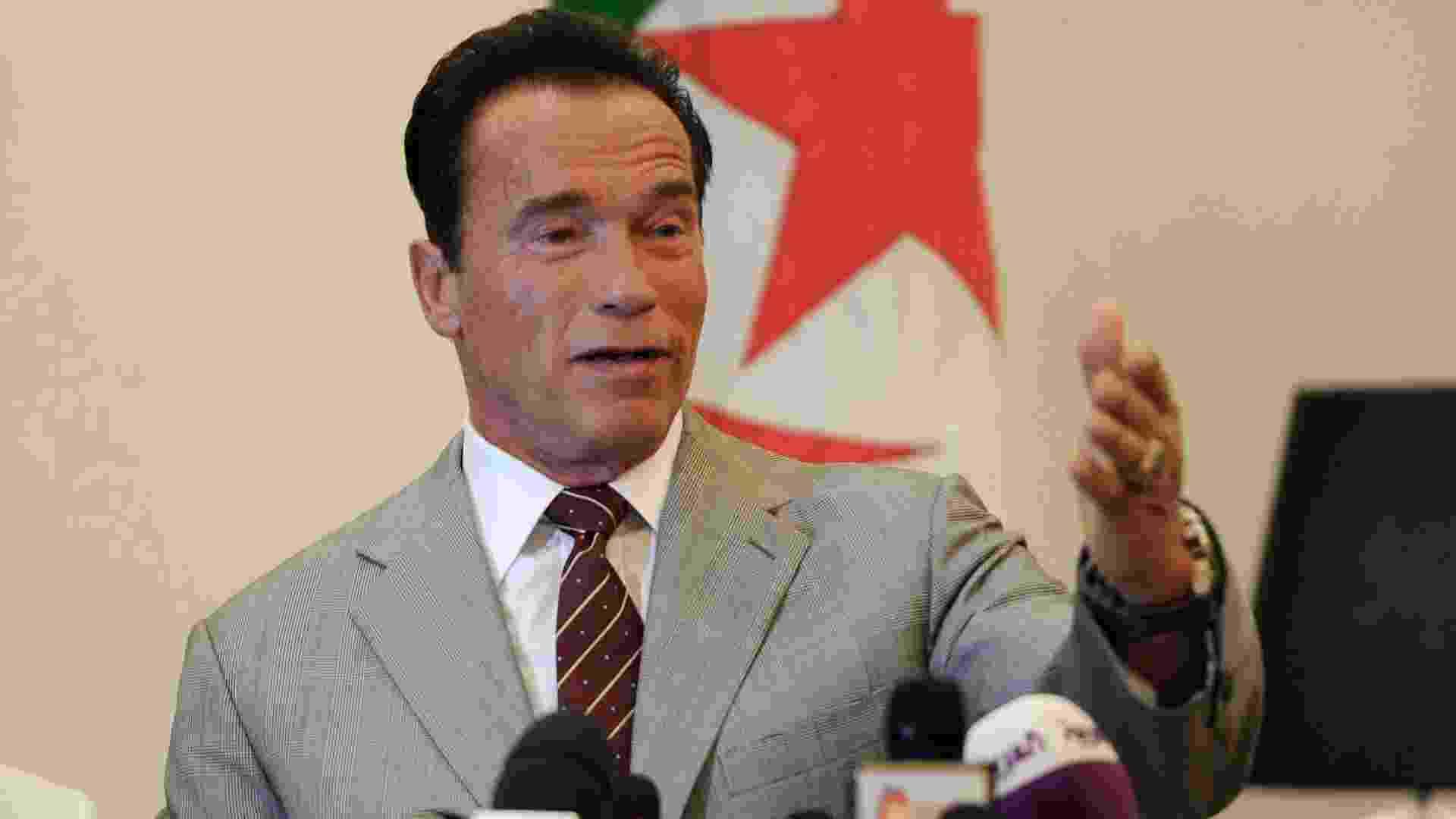 25.jun.2013 - Arnold  Schwarzenegger fala sobre sua ONG de proteção ao meio ambiente na Argélia - Farouk Batiche/AFP Phoo