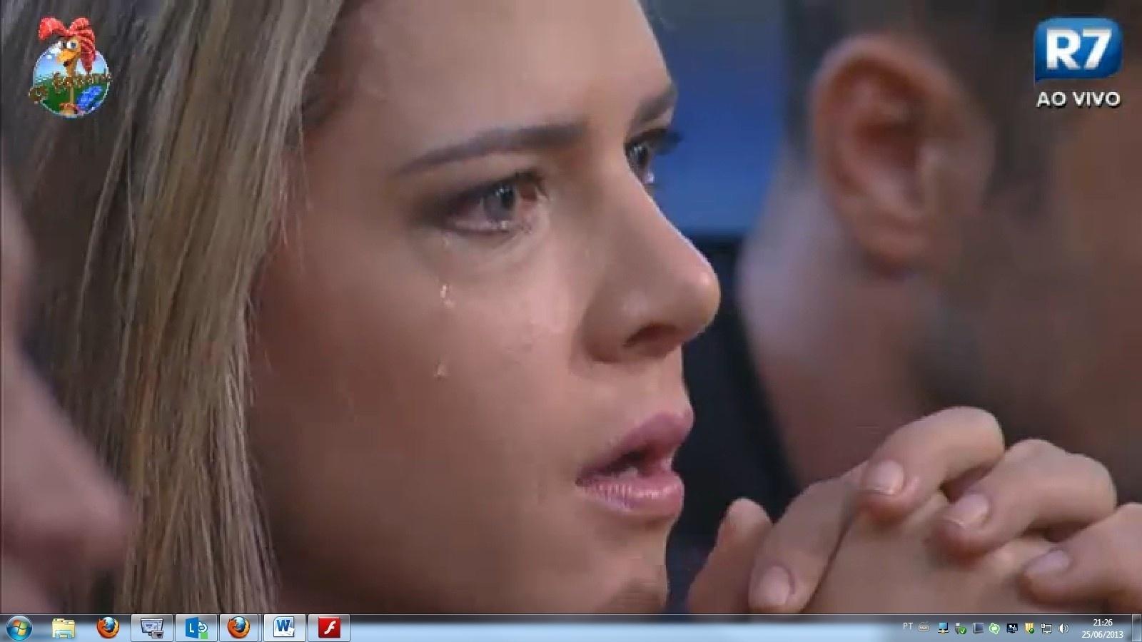 25.jun.2013 - Denise Rocha não segurou a emoção durante o depoimento da ex-morena do Tchan