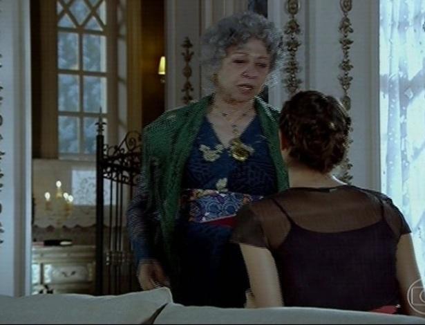 24.jun.2013 - Fernanda Montenegro no papel de Candinha, a matriarca da família Rosado, inimigos dos Vilar