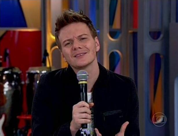 O cantor Michel Teló gravou um depoimento para Fátima Bernardes para dar parabéns pelo aniversário de um ano do