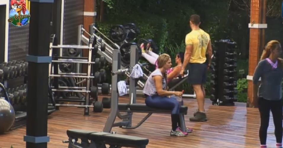 26.jun.2013 - Enquanto isso, Marcos, Denise, Scheila e Rita malham na academia