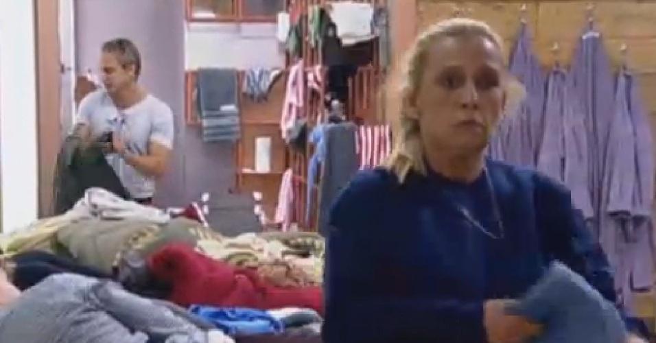 26.jun.2013 - Rita Cadillac chora após atividade em que falou sobre sua vida
