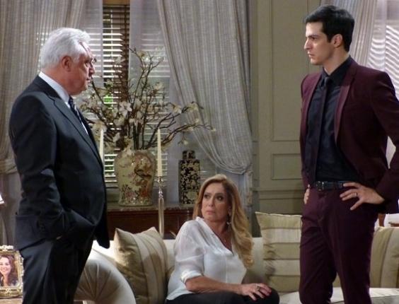 """Em """"Amor à Vida"""", César diz que irá investigar sumiço de Paulinha"""
