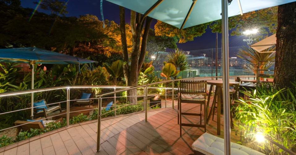 O Chalé do Velejador, projeto da arquiteta Selma Tammaro, conta também com uma área externa de lazer com jardim e espaço gourmet. A 27ª Casa Cor SP segue até dia 21 de julho de 2013, no Jockey Club de São Paulo