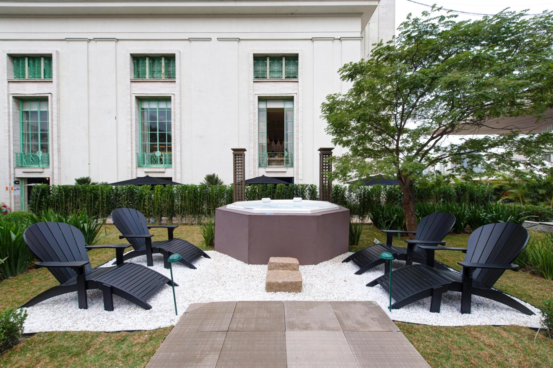 O Jardim das Casas, projeto paisagístico de 800 m², assinado por Roberto Riscala, conta com um spa. A 27ª Casa Cor SP segue até dia 21 de julho de 2013, no Jockey Club de São Paulo