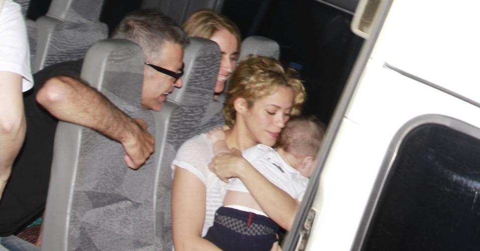 Shakira foi clicada entrando em restaurante em Fortaleza