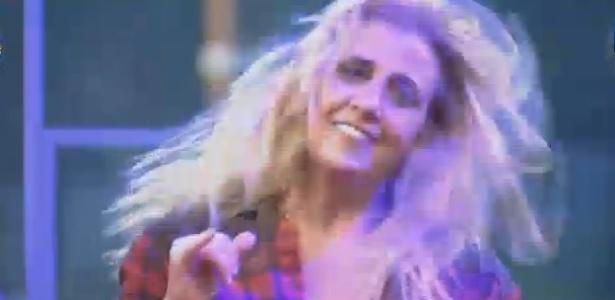 26.jun.2013 - Descabelada, Rita Cadillac se esbaldou no Arraiá