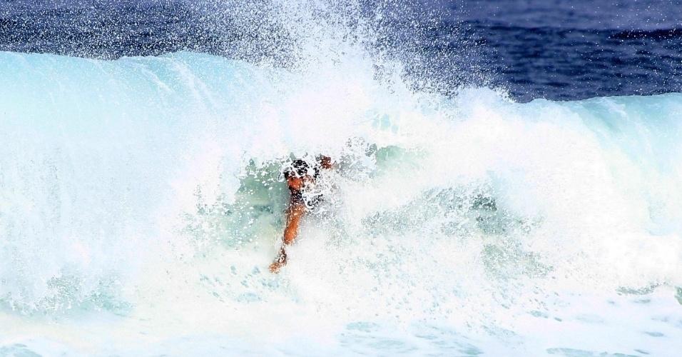 Cauã Reymond surfa na praia da Barra da Tijuca 6