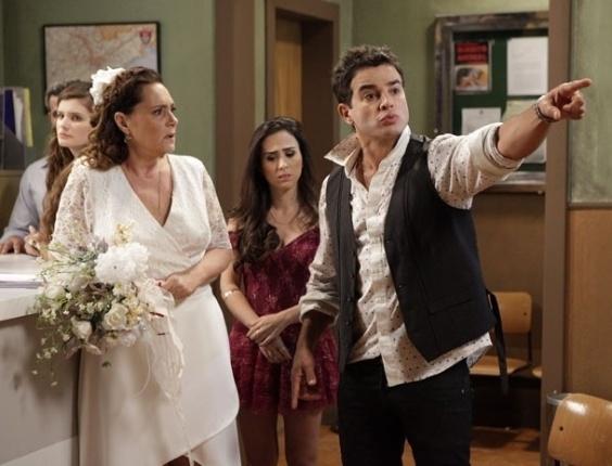 """Em """"Amor à Vida"""", Márcia é abandonada por Atílio no cartório"""
