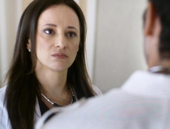 """Em """"Amor à Vida"""", Rebeca acusa Pérsio de ter denunciado Lutero"""