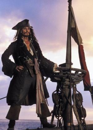 """Johnny Depp em cena de """"Piratas do Caribe - A Maldição do Pérola Negra"""" - Reprodução"""