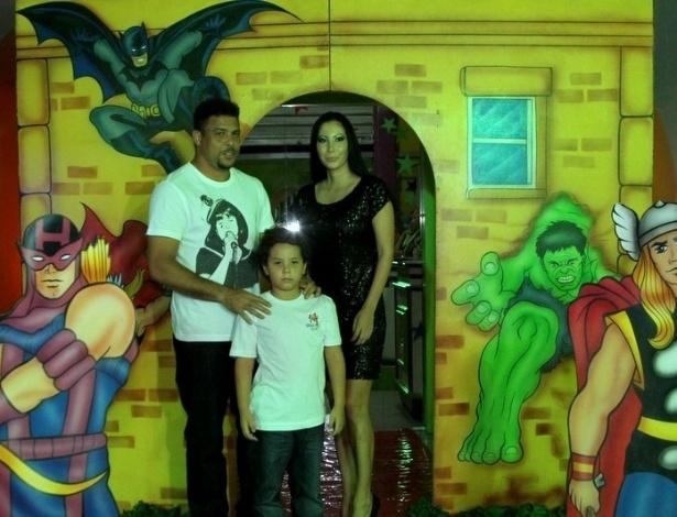 Filho de Ronaldo comemora aniversário de oito anos com tema de super-heróis