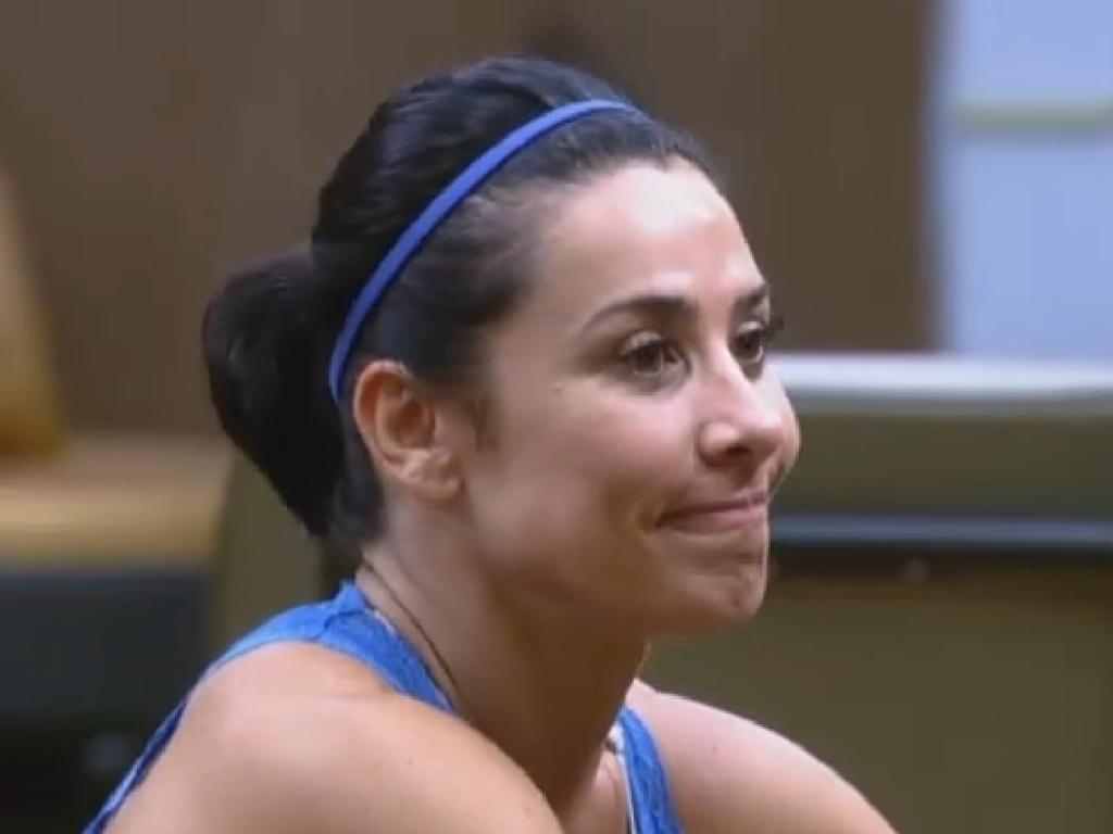 28.jun.2013 - Scheila Carvalho diz que malhação deixou seus ombros largos