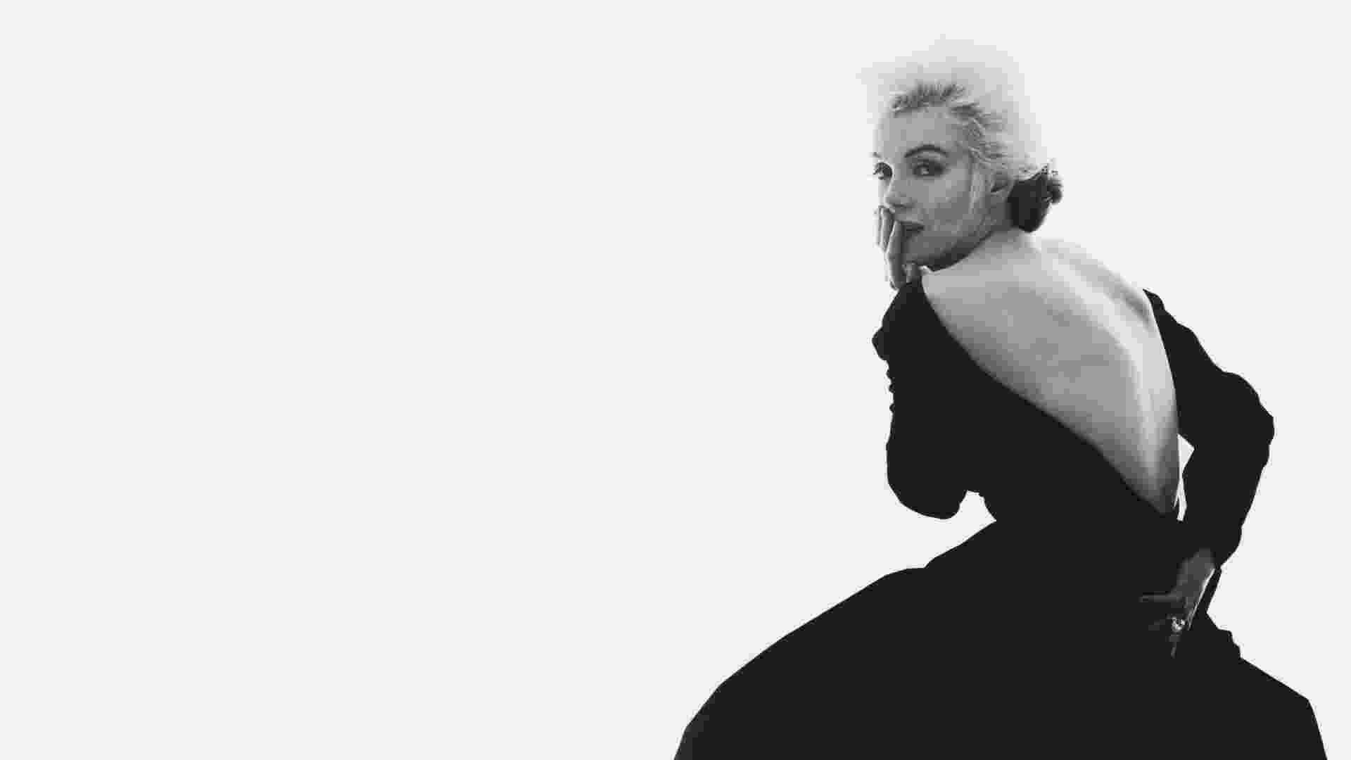 A atriz Marilyn Monroe em seu último ensaio fotográfico para a revista Vogue, tiradas pelo fotógrafo Bert Stern, em 1962, em uma suíte do hotel Bel-Air, em Los Angeles (EUA). As imagens foram feitas seis semanas antes da morte de Marilyn - Bert Stern
