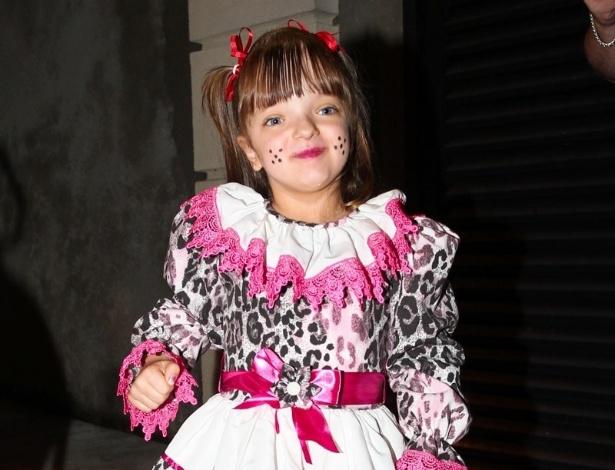 Com um vestido capirinha fashion, Rafaella Justus fez a alegria da festa
