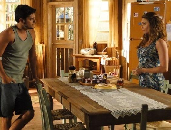 """Em """"Flor do Caribe"""", Doralice tenta convencer Juliano a não casar com Natália"""