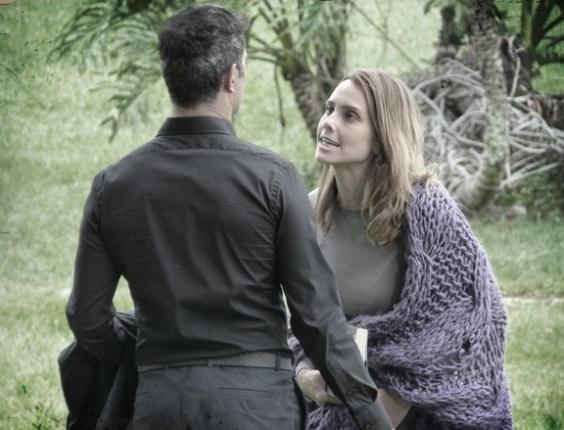 """Em """"Saramandaia"""", Laura ameaça contar verdade sobre Carlito a Zico"""