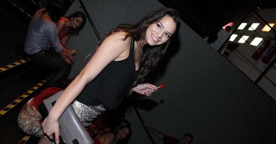28.jun.2013 - Bruna Marquezine e a irmã do jogador Neymar, Rafaella Santos, vão à festa