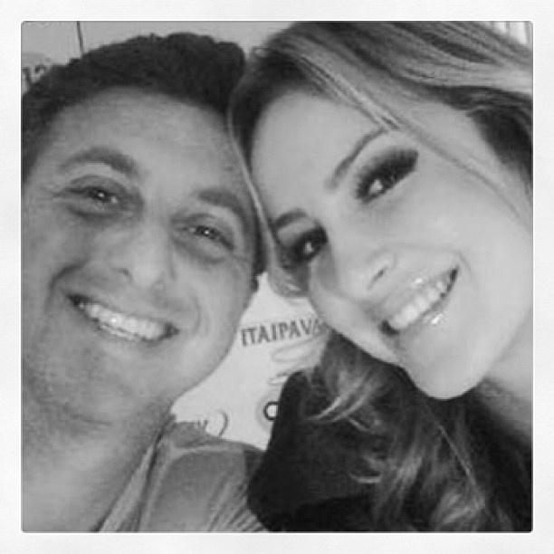 29.jun.2013 - Claudia Leitte publica foto com Luciano Huck no Instagram