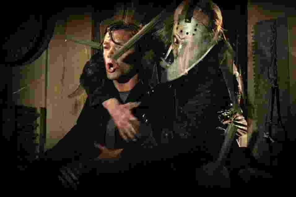 """Cena do remake de """"Sexta-Feira 13"""", produzido por Michael Bay - Reprodução / IMDb"""