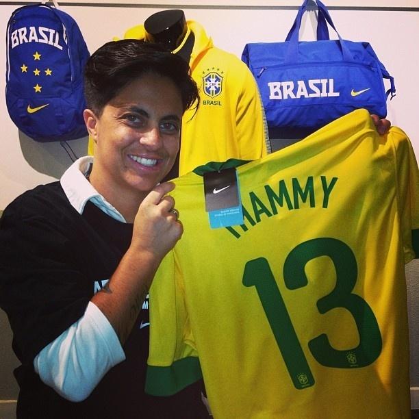 29.jun.2013 - Thammy Miranda publica foto com a camisa da seleção brasileira com seu nome