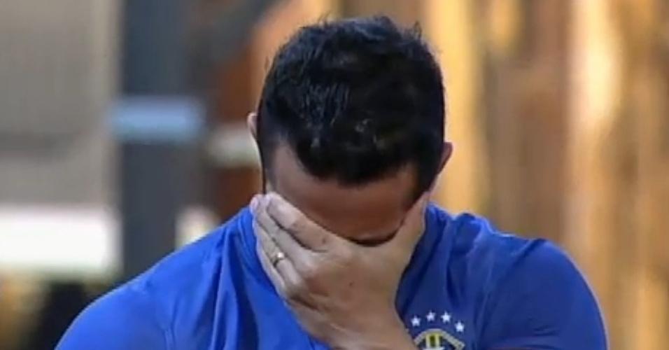 29.jun.2013 - Após descobrir que estava na final, Marcos Oliver agradeceu à família e ao Brasil