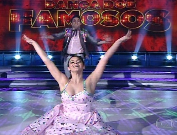 "30.jun.2013 - Bruna Marquezine e Átila Amaral dançam ""Rock This Town"", da banda Stray Cats, no dia de rock na ""Dança dos Famosos"""