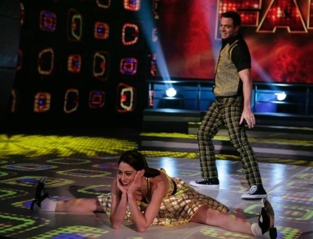 """30.jun.2013 - Carol Castro e Leandro Azevedo dançam """"Crazy Little Thing Called Love"""", do Queen, no dia de rock na """"Dança dos Famosos"""""""