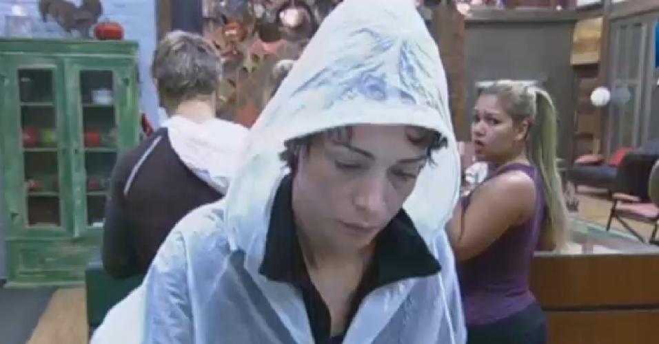 30.jun.2013 - Lu Schievano destrata Mulher Filé na frente de Paulo Nunes e Aryane