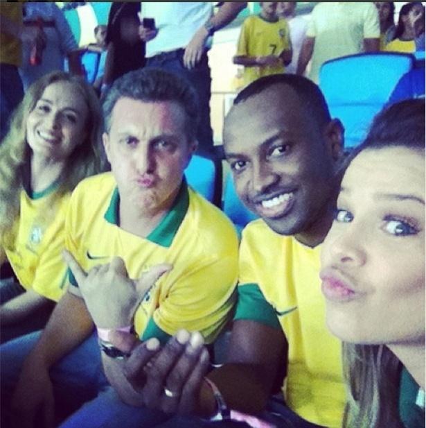 30.jun.2013 - Luciano, Huck, Angélica, Fernanda Souza, Thiaguinho torcem pelo Brasil no Maracanã