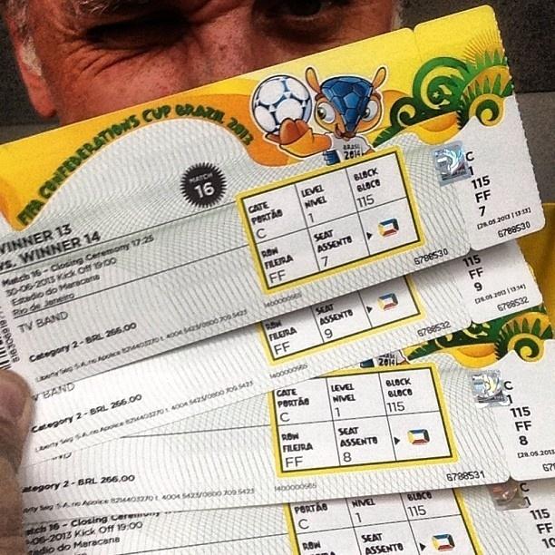 30.jun.2013 - Otávio Mesquita publica foto com ingressos do jogo entre Brasil e Espanha