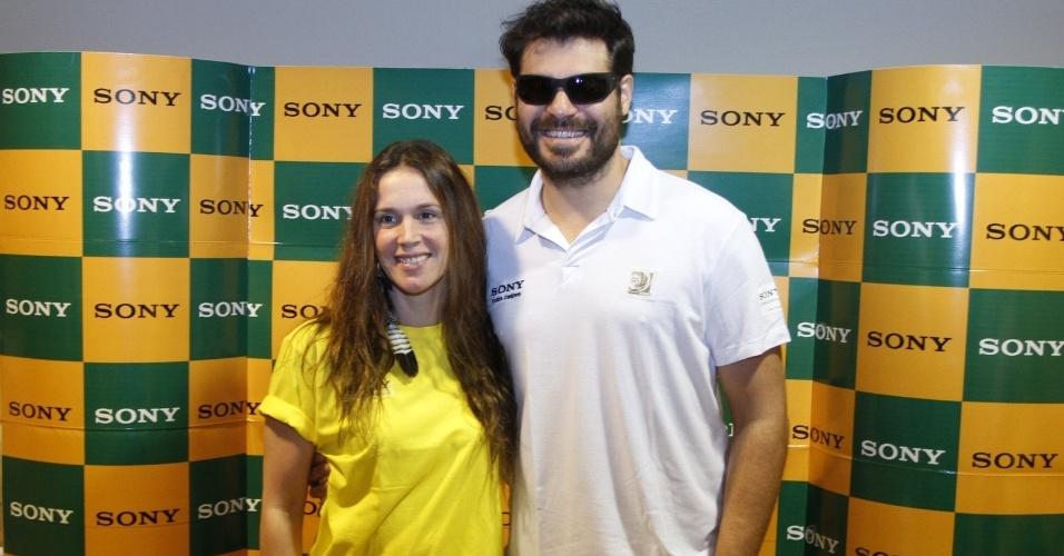 30.jun.2013 - Vanessa Lóes e Thiago Lacerda chegam à camarote para assistir o jogo do Brasil