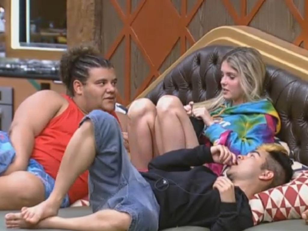 1.jul.2013 - Gominho, Bárbara e Yudi conversam na noite desta segunda