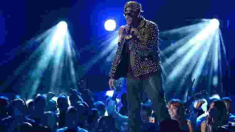 30.jun.2013 - O rapper R. Kelly foi uma das atrações musicais da entrega do BET Awards, em Los Angeles - Phil McCarten/Reuters - Phil McCarten/Reuters