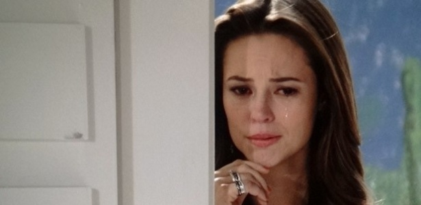 """Em """"Amor à Vida"""", Paloma é rejeitada por mãe biológica e fica arrasada"""