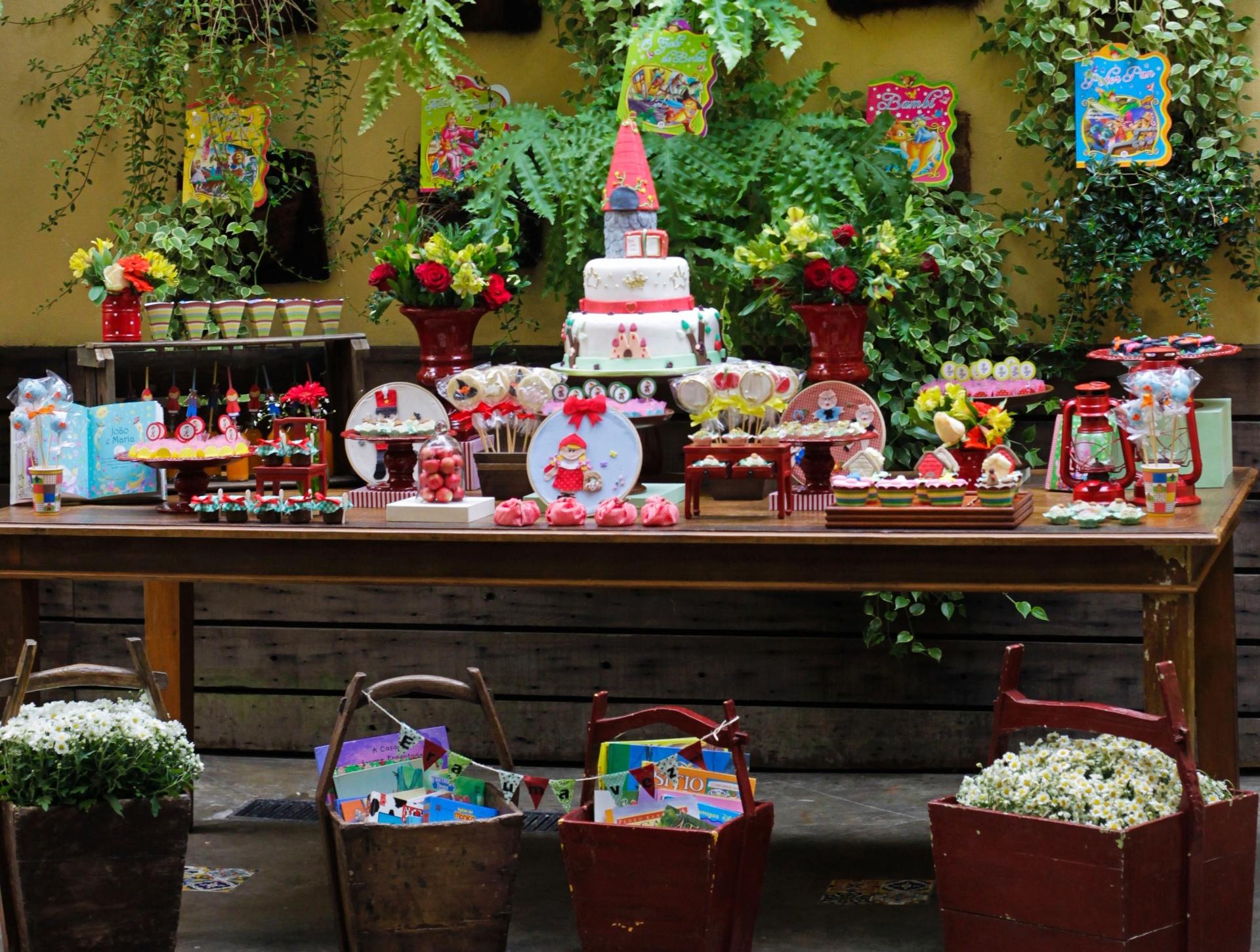 Fotos Saiba como fazer uma decoraç u00e3o de aniversário em casa com cara de buf u00ea 02 07 2013 UOL  -> Decoração De Festas Com Xícaras