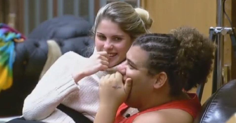 02.jul.2013 - Bárbara Evans e Gominho falam sobre Mateus Verdelho