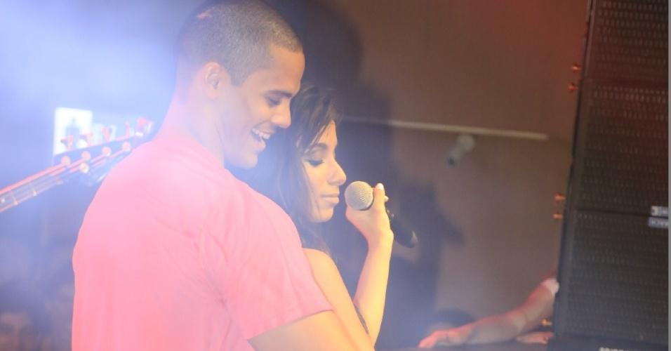 """1.jul.2013 - Dona do hit """"Show das Poderosas"""", Anitta é adepta do funk melody, que mistura o romantismo à famosa batida do ritmo"""