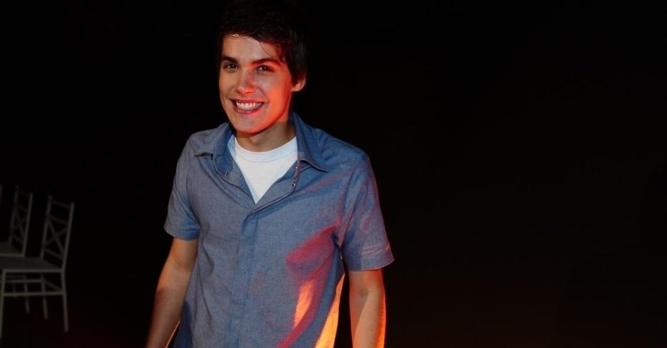 """2.jul.2013 - Emilio Eric, filho do humorista Emílio Surita, comparece à apresentação da nova versão de """"Chiquititas"""", em São Paulo"""