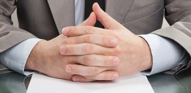 Homens buscam tratamento para deixar as mãos apresentáveis para reuniões de negócios e encontros - Thinkstock