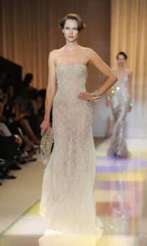2.jul.2013 - desfile Armani Privé na semana de moda de alta-costura de Paris