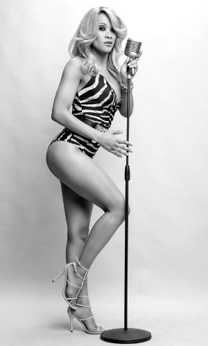 "3.jul.2013 - Leilah Moreno exibe suas pernas na ""Playboy"" de julho"