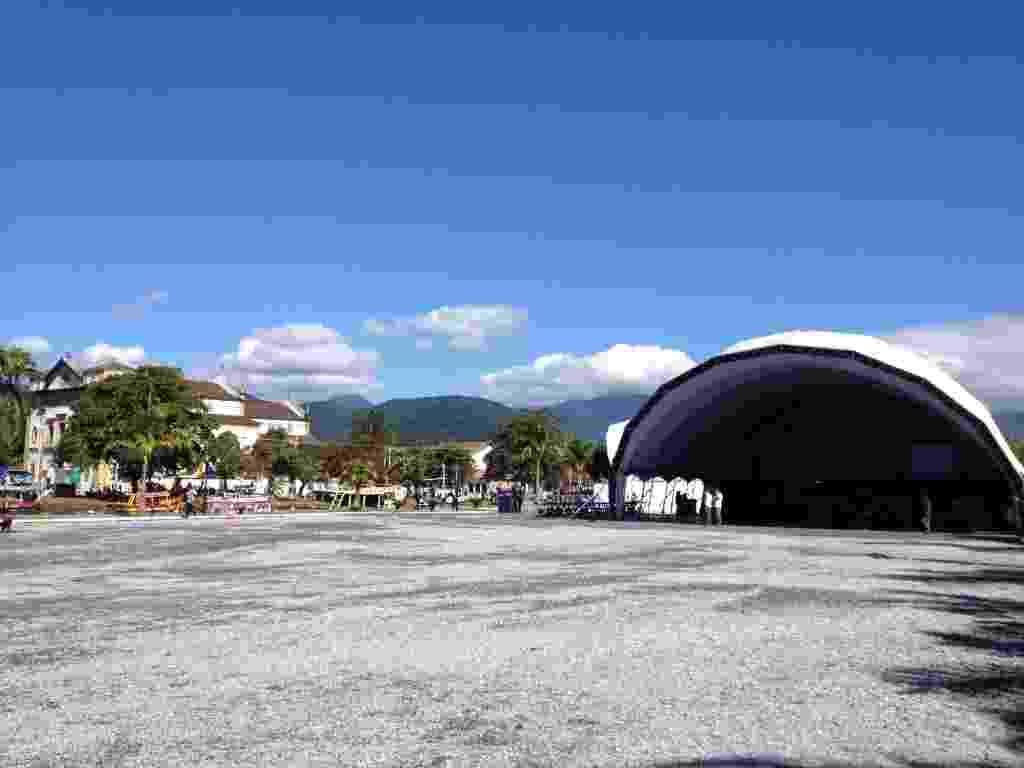 3.jul.2013 - Tenda da Flip 2013 - Mirella Nascimento/UOL