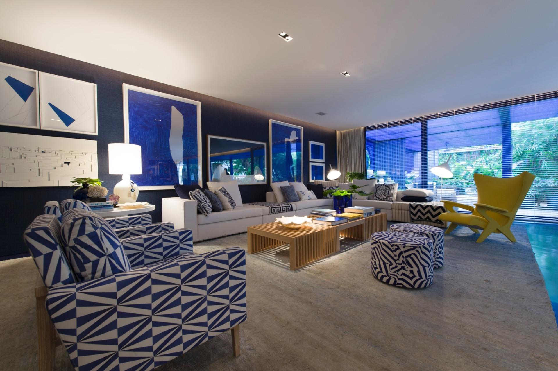 A Casa de Praia idealizada pelo arquiteto Roberto Migotto, tem o azul