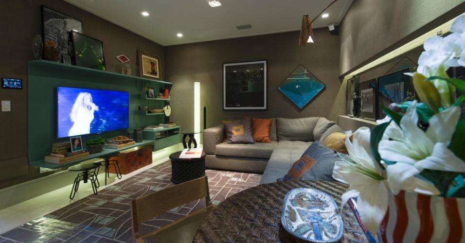 A proposta da arquiteta Marília Caetano para a mostra é o Loft de Hóspedes, de 40 m². Para decorar o living, a profissional escolheu os tons de cinza e marrom. A 27ª Casa Cor SP segue até dia 21 de julho de 2013, no Jockey Club de São Paulo