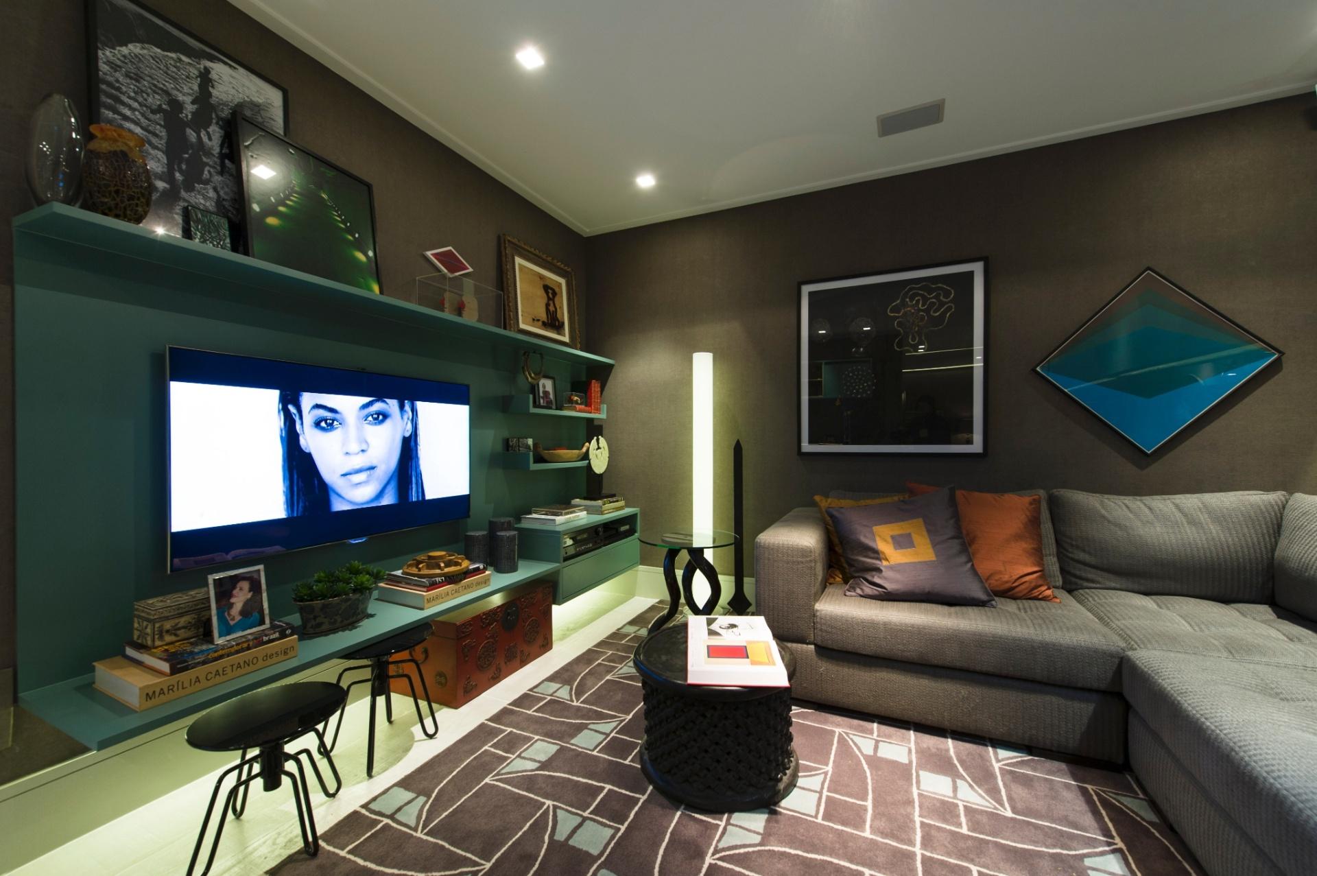 A proposta da arquiteta Marília Caetano para a mostra é o ambiente Loft de Hóspedes, de 40 m². Para decorar o living, a profissional escolheu os tons de cinza e marrom. A 27ª Casa Cor SP segue até dia 21 de julho de 2013, no Jockey Club de São Paulo