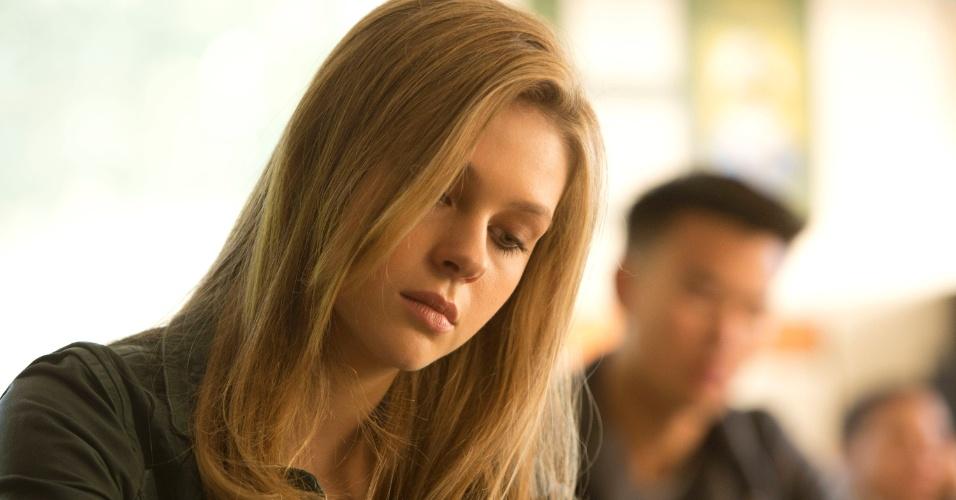 """Bradley (Nicola Peltz) é a adolescente popular que se interessa por Norman (Freddie Highmore) em """"Bates Motel"""""""