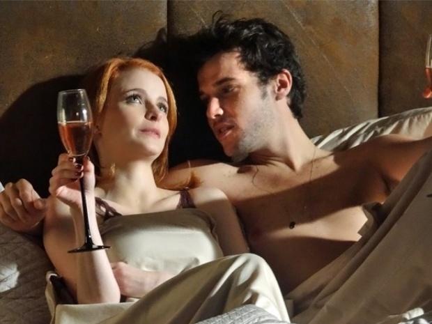 """Em """"Sangue Bom"""", Lara consegue levar Maurício para cama"""