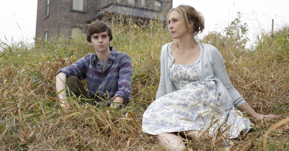 """Prelúdio do filme """"Psicose"""", a série """"Bates Motel"""" explora a relação entre Norman Bates (Freddie Highmore) e sua mãe, Norma (Vera Farmiga)"""